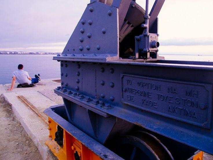 """""""Το φορτίον να μη υπερβαίνε τους 3 τον εις κάθε άξονα"""" Διαφορετικά κινδυνεύει ο από κάτω... #arive #photo #09_12_2013 http://ow.ly/rCNZP"""