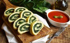 Il rotolo di patate con spinaci e parmigiano è una ricetta facile e gustosa. Può essere servito come primo o come piatto unico, e la farcitura può variare