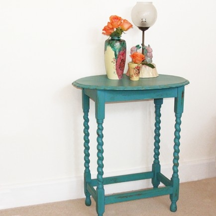 Vintage Hand Painted Side Table With Beautiful Pie Crust Detailing On The  Table Top And Barley Twist On The Legs.