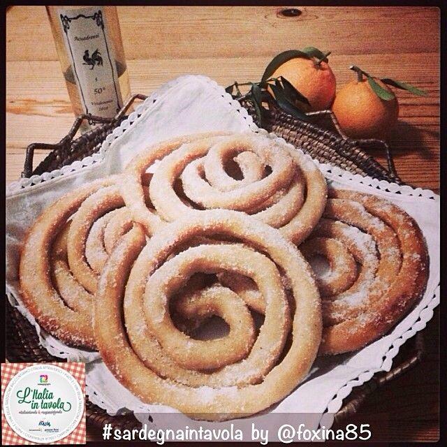 Tra i dolci tipici del carnevale in Sardegna sono famose le Zippole di Oristano