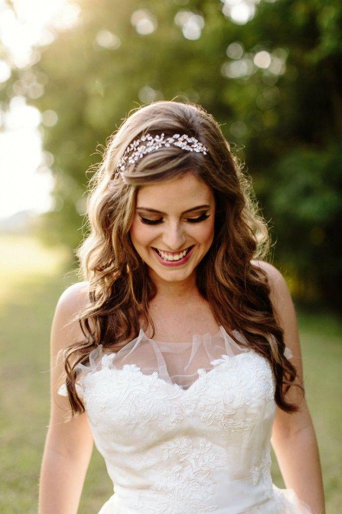 Los peinados sueltos son ideales para bodas durante el día