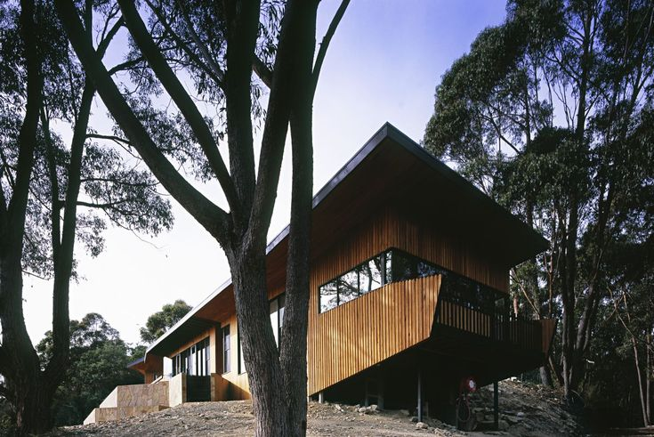 The outside look of Great Wall of Waburton project by BKK Architects. This project features Radial Timber Board & Batten, Shiplap, and Lining board. See: http://radialtimbers.com.au/portfolio-type/great-wall-of-waburton/