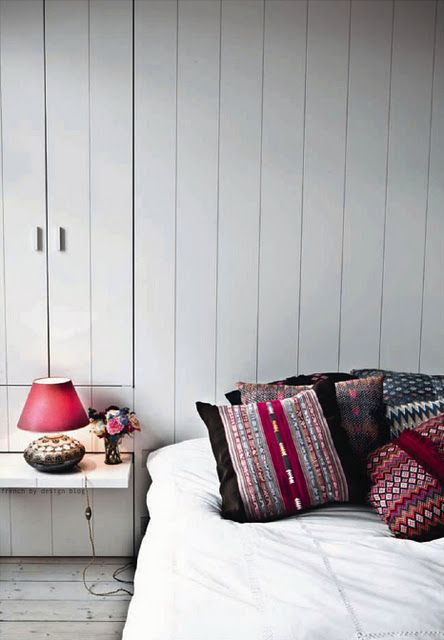 colorBedrooms Design, Colors, Interiors, White Beds, Design Bedrooms, Bedside Tables, Bedrooms Projects, Bedrooms Decor, Pillows