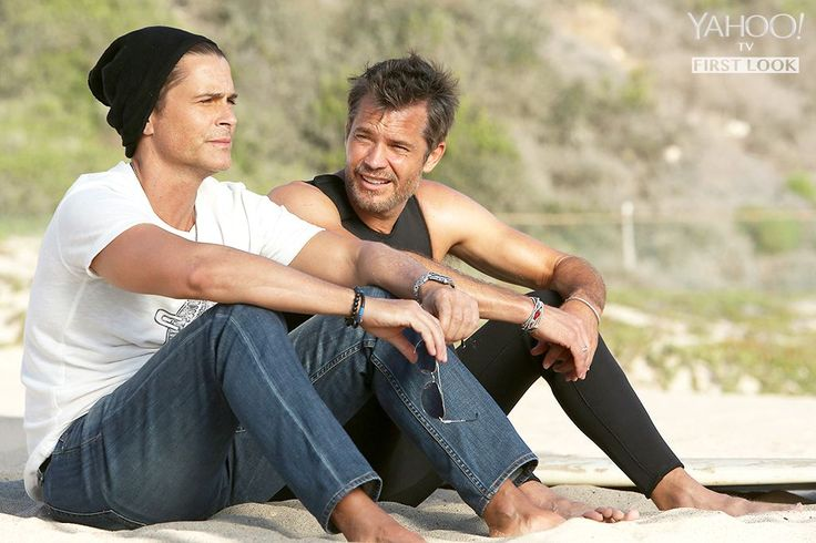 Justified 's Timothy Olyphant guest stars alongside Rob Lowe in the Nov. 24 episode of The Grinder . Yahoo TV has your first look. The Grinder airs Tuesdays at 8:30 p.m. on Fox.
