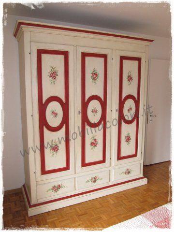#arredamento per camera da letto country decorato a mano, comò e comodini per Coira - Svizzera by mobiliacolori.it
