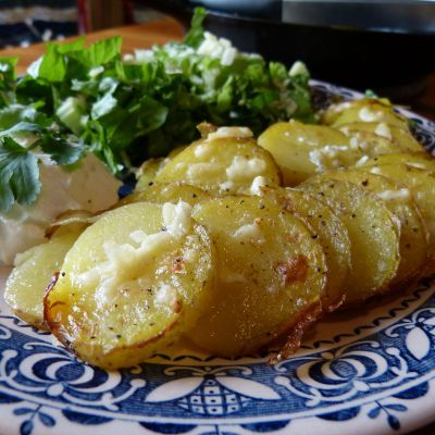 Baked Garlic Butter Potato Rounds Recipe @keyingredient #cheese