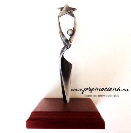 Trofeo niquel, base madera. http://www.promociona.mx/index.php/trofeo.html