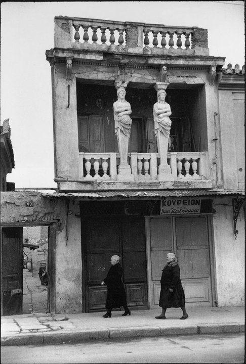 Το σπίτι με τις Καρυάτιδες στην οδό Ασωμάτων που μάγεψε το φωτογράφο  Henri Cartier-Bresson και τον Τσαρούχη [εικόνες]   iefimerida.gr