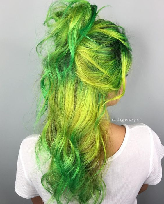green-hair-color-ideas-13-1 30 Green Hair Color Ideas - Green hair in our day has ceased to be a horror as the result of a botched dye. Along with other unusual and unnatural shades, it moved into the category of fashion trends to try and adopt for many girls. See at: http://andreasnews.com/30-green-hair-color-ideas/