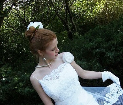 Acconciatura sposa con chignon alto in stile vintage. Guarda altre immagini di acconciature sposa: http://www.matrimonio.it/collezioni/acconciatura/2__cat