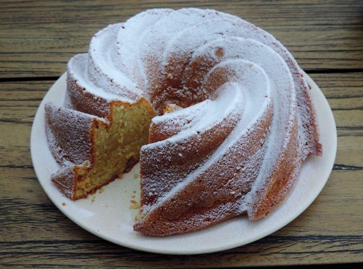 Op zoek naar frisse en fruitige smaken? Deze Citroen yoghurt cake heeft ze. Heerlijk in het voorjaar, de zomer en denk natuurlijk ook aan een high tea