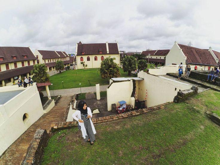 Dahulu Benteng Fort Rotterdam di Makassar ini awal berdirinya dibangun oleh Raja Gowa dengan bentuk menyerupai penyu. Sehingga benteng ini dikenal juga dengan sebutan benteng penyu.[Photo by instagram.com/qaidahhilmuna]