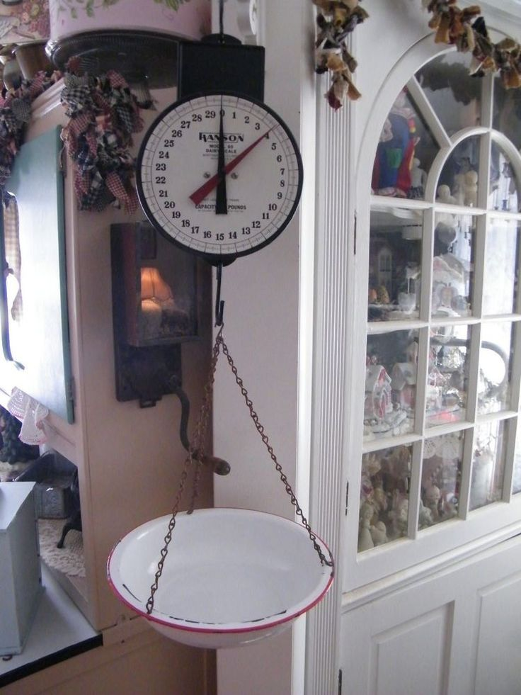 VINTAGE HANSON FARMHOUSE HANGING DAIRY SCALE ~ DOUBLE HANDS~BASIN PAN !