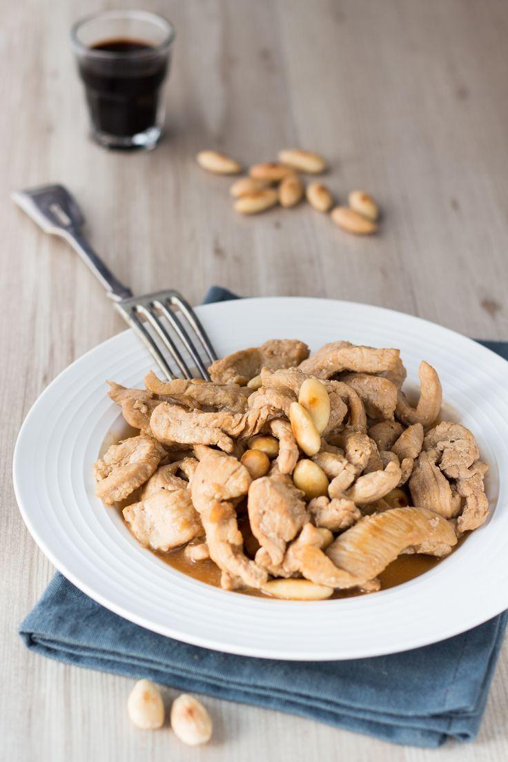 Straccetti di pollo in salsa di soia con mandorle tostate