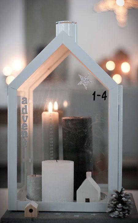 Light House Windlicht von Normann Copenhagen. Mit Kerzen, Rauchhaus und Zapfen eine schlichte Weihnachtsdekoration schaffen: http://www.ikarus.de/light-house-windlicht.html