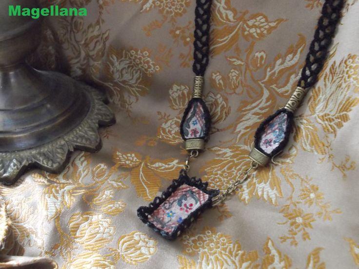 Bijuterii confectionate din materiale reciclabile  Dopuri de pluta taiate, (eu zic ...feliate), pictate manual, apoi imbracate in croset si samblate cu elemente din bronz.