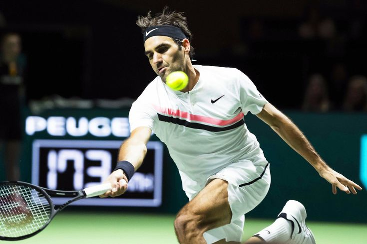 Roger Federer sneaks into tournament, breaks Andre Agassi record