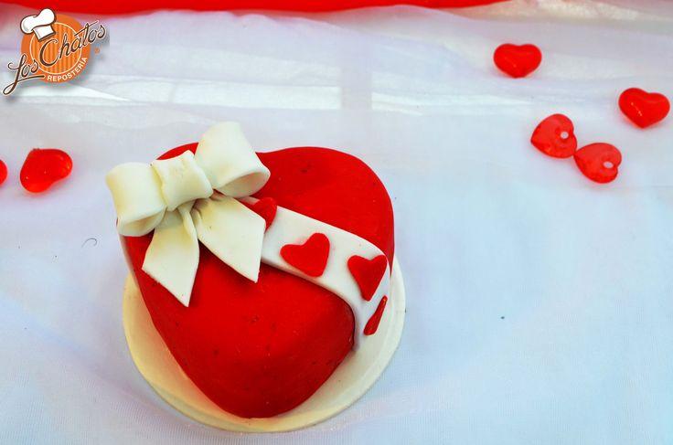Mini pastel de chocolate/ Mini chocolate cake #loschatos #minicake #SanValentin  loschatos.com