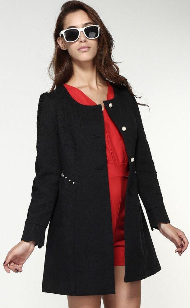 Palton de dama accesorizat cu margele