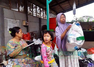 Bank Sampah Melati Bersih: Kegiatan Penimbangan Sampah di BSMB Kenari 9