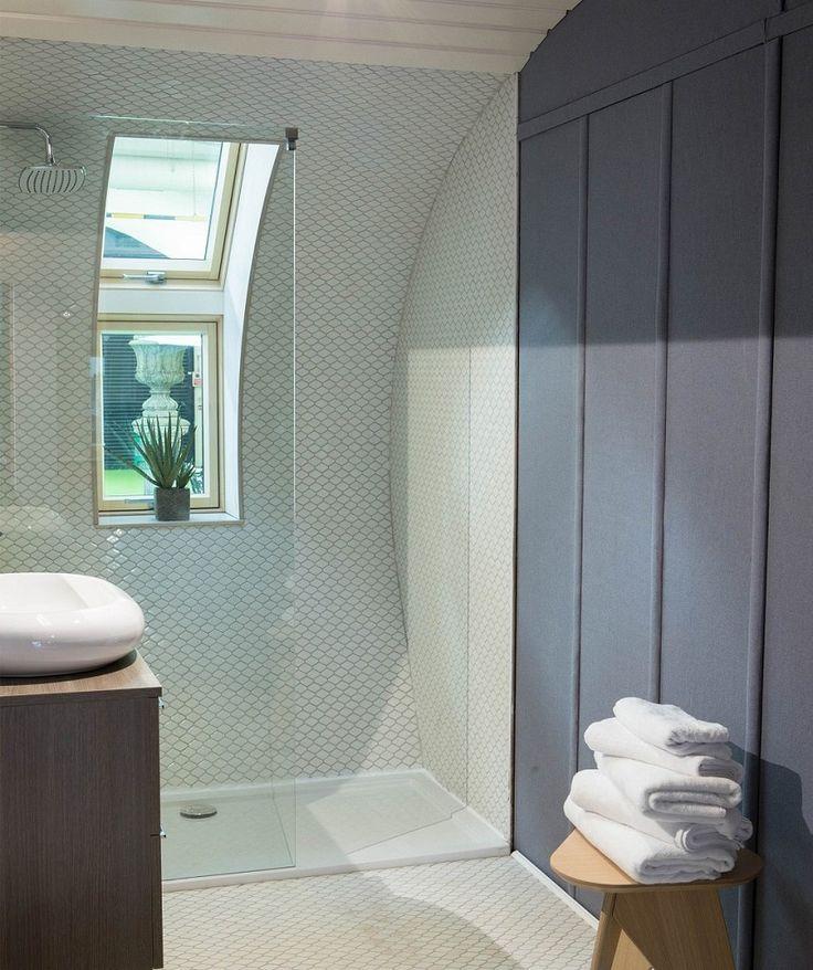 Rhombi-Pressed White Mosaic Tile