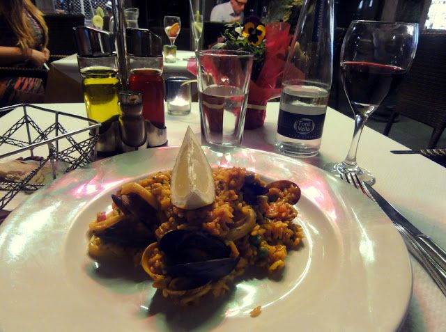 Travel and Lifestyle Diaries Blog: Paella Dinner for One at L'Arcada in Girona, Spain