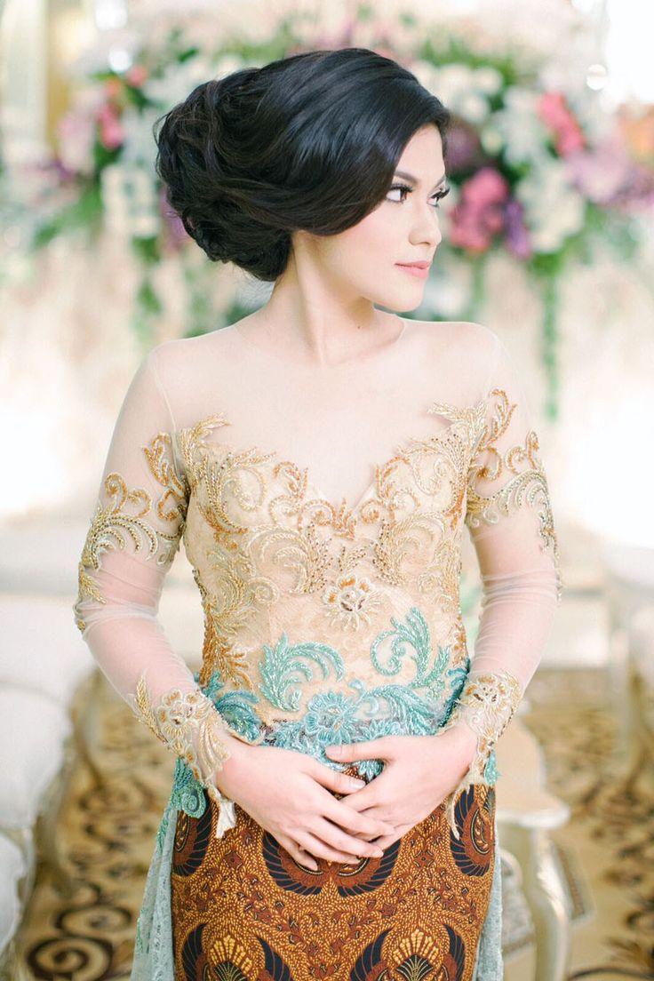 Lamaran Nuansa Warna Gold dan Hijau Ala Gita dan Dauz - image(1)