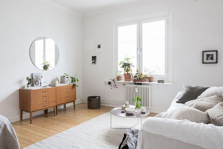 Mini apartamento tipo estudio pequeño con decoración nórdica y minimalista 2