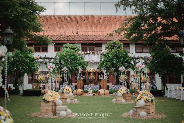 Adat Sunda yang dipadukan dengan pernikahan tema rustic glam diterapkan oleh Andra dan Chika. Yuk, baca selengkapanya!
