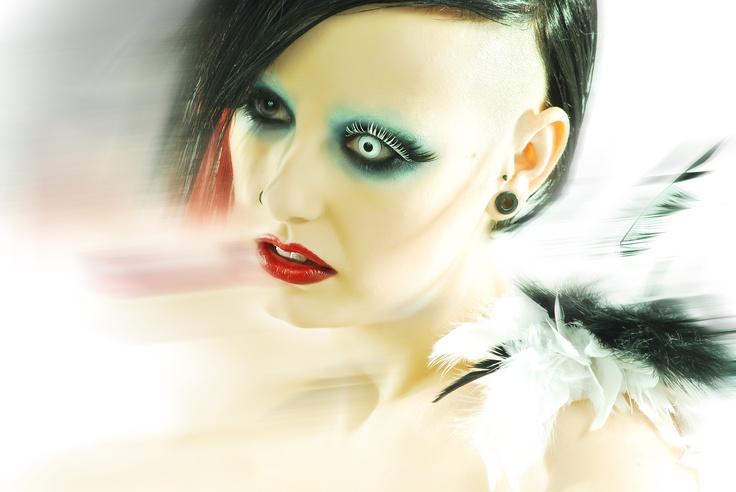 Marilyn Manson      Créditos:  Fotografía: Jessica Gonzalez   Modelo: Naiara Blanquez   Maquillaje: Naiara Blanquez Y Suel Almazan  Peluquería: D.c. Asesores de Imagen  Making Of: Juan E. Rodríguez Alejandro Garrido Javi Blanquez
