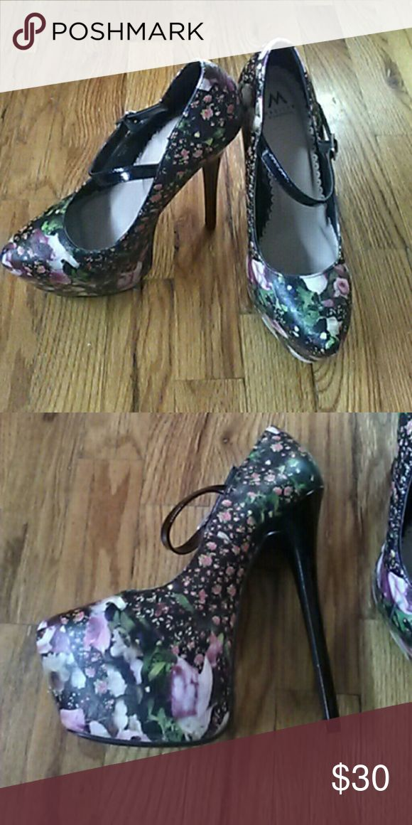 Showdazzle pumps Hi ^_^  Like new without box, worn once. About 5-6 inches tall. Very cute floral. Size 7.   Love to bundle! Shoe Dazzle Shoes