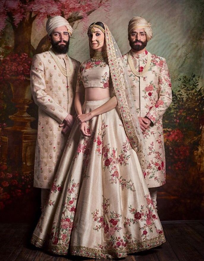 Beautiful floral printed lehenga by sabyasachi.... Pretty❤️❤️