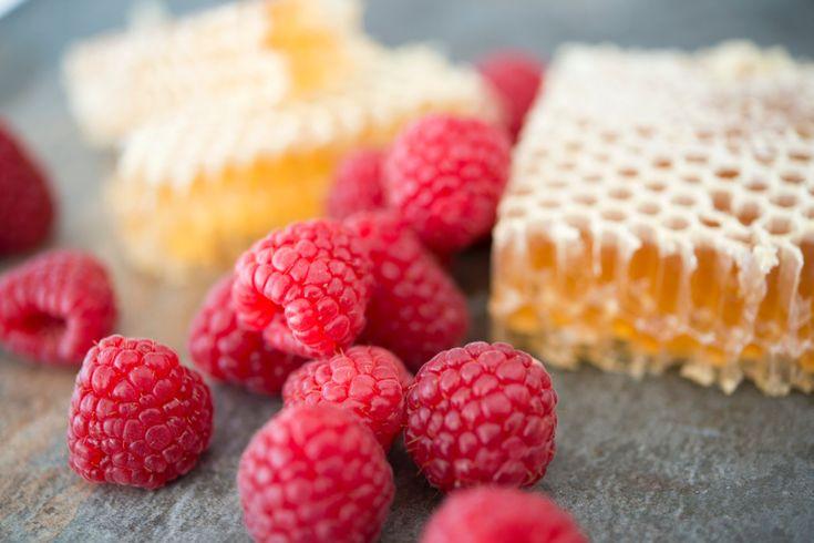 Rauwe honing: direct uit de honingraat en onbewerkt