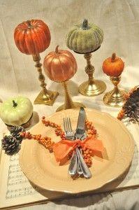 Pretty centerpiece: Guild Pumpkin, Fall Tables Sets, Fall Decor, Fall Halloween, Holidays Centerpieces, Paintings Pumpkin, Dining Tables, Tables Decor, Fall Wedding