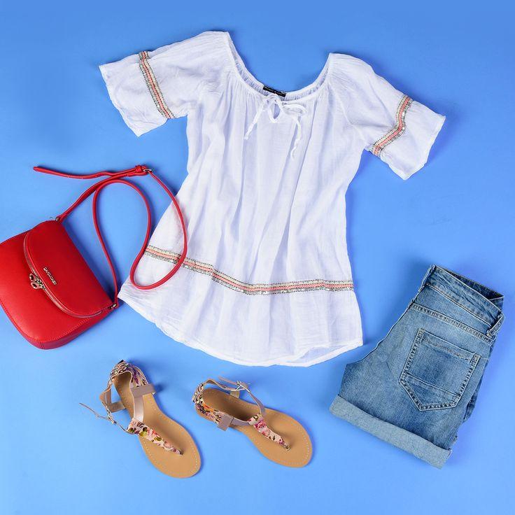 Bluzka zwiewna boho / Spodenki jeansowe szorty / Torebka czerwona listonoszka / sandałki japonki / Więcej na www.estrela.pl / daily, look, inspiration, stylization, boho, chic, casual, sporty, outfit, woman, blouse, jeans, denim, shorts, sandals, flip-flops, flip flops, thongs, handbag, red, bag,