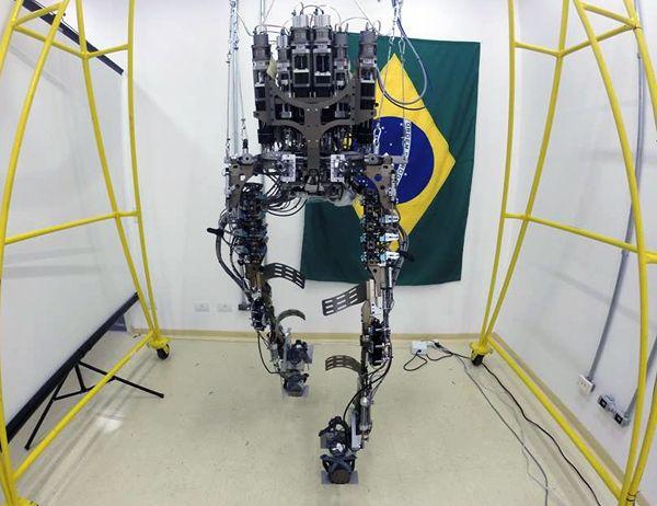Un hombre biónico hará el saque de honor del Mundial Brasil 2014: http://www.muyinteresante.es/tecnologia/articulo/un-hombre-bionico-hara-el-saque-de-honor-del-mundial-brasil-2014-501398341560