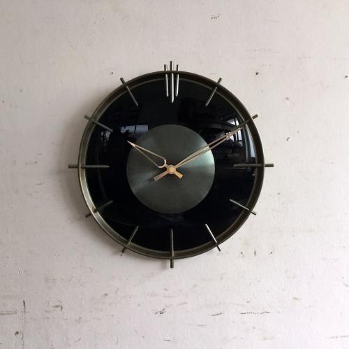 ヴィンテージJAZの壁掛け時計/ウォールクロック|人気のJAZの時計。お待たせいたしました!!今回ご紹介させていただくのは非常にレア(希少)な Sunburst(太陽)のモチーフのクロック。色が渋い!フレームはスチールですが曲面部分はガラスというクールなデザインです!ご自宅のにはもちろん、カフェやレストラン、洋服屋さん、どこでも目に止まる素敵なインテリアとして飾ってください!