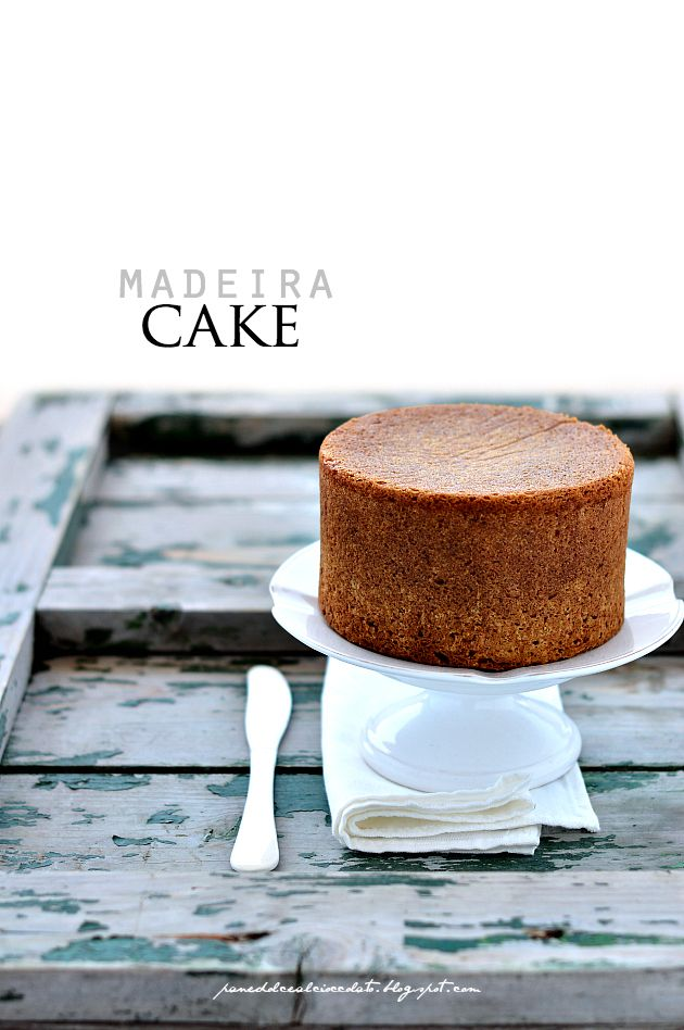 ... madeira cake ... 240g butter at room temperature 200g caster sugar 1 unwaxed lemon 3 large eggs ( about 60g ) 300g flour 00 12g of baking powder 1 - Preheat the oven to 170 ° C . 2 - In the planetary beat the softened butter with the sugar . 3 - Add the eggs one at a time , alternating with a tablespoon of flour. 4 - Add the remaining flour , baking powder and finally the zest and juice of the lemon. 5 - Pour the mixture into buttered mold and bake for about 60 minutes.