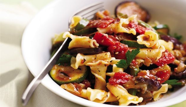 Healthy Ratatouille - olive oil - yellow onion - 3 garlic cloves - green bell peppers - zucchini - 4 large tomatoes -dried thyme - parsley