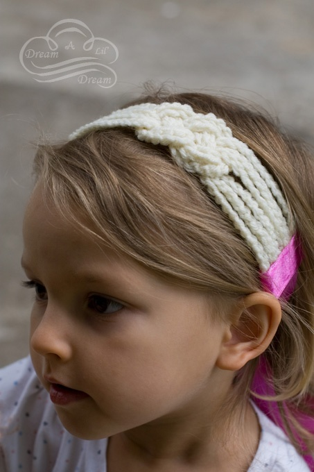 Knotted crocheted headband