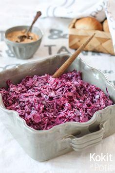Väriä elämään, ystävät!   Punakaalista tehty coleslaw on sisar hento valkoisen kanssa maultaan samaa maata, mutta väri valloittaa. Pun...