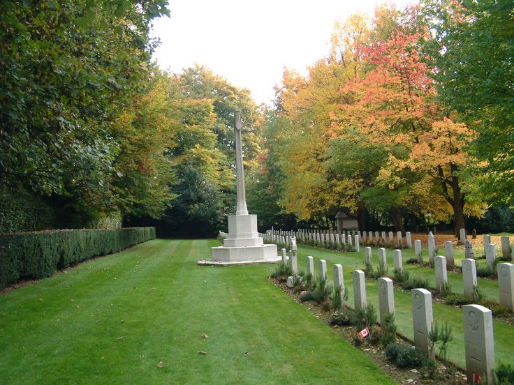 The War Memorial and war graves in the lower graveyard Autumn 2016.