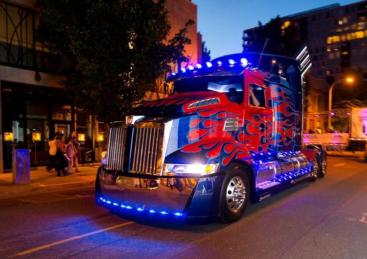 Transformers News: Transformers: Age of Extinction Western Star Truck Optimus Prime in Portland