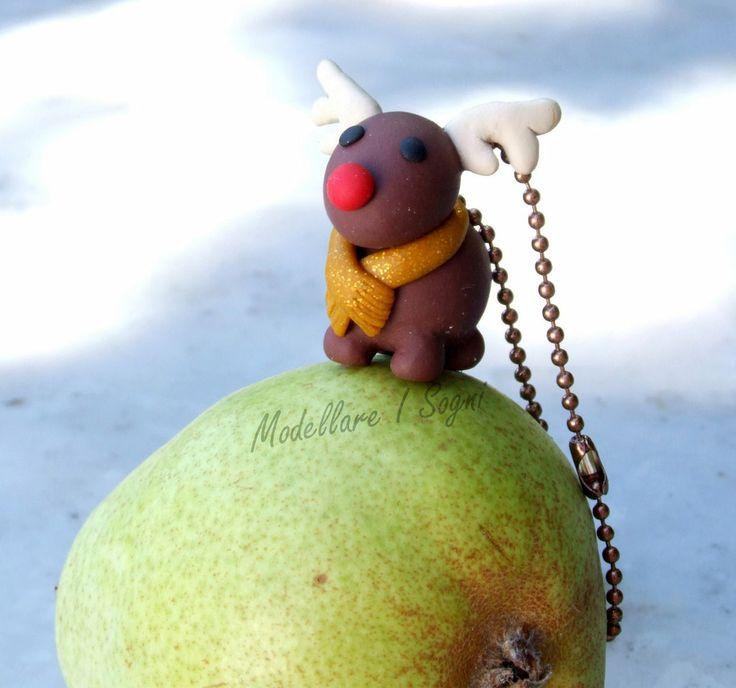 Portachiavi Renna di Natale - Rudolf Naso Rosso con Sciarpa Oro - Perfetto Regalo per Natale e Feste Invernali, by ModellareISogni, 9,00€ su misshobby.com