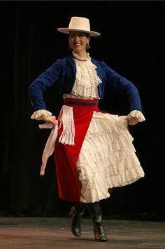 Jeune fille dansant la Cueca Joven bailando Cueca. Chile