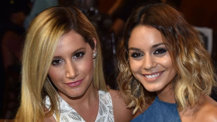 'High School Musical' Co-Stars Ashley Tisdale and Vanessa Hudgens Reunite for Giggly Elle King Duet! - http://howto.hifow.com/high-school-musical-co-stars-ashley-tisdale-and-vanessa-hudgens-reunite-for-giggly-elle-king-duet/