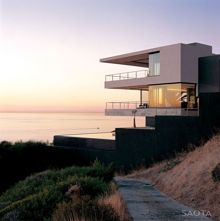 St Leon 10 was completed in 2006 by studios SAOTA and Antoni Associates. This contemporary residence was designed for a family with two young children. The home is situated above the cliffs an..