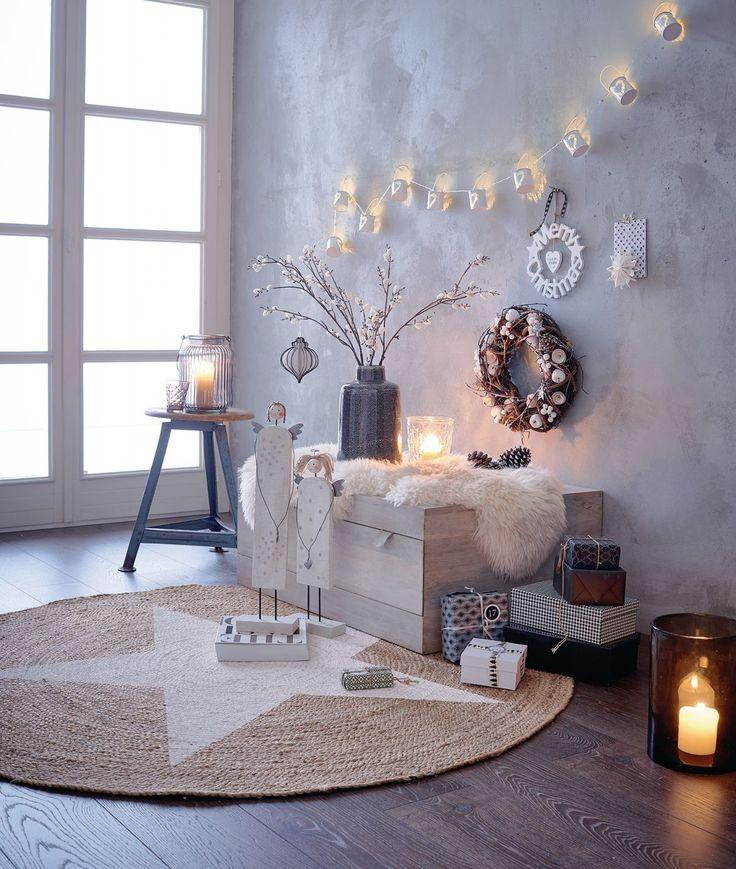 """Wünsche zum Aufhängen: der Schriftzug """"Merry Christmas"""", dazu ein weißes Herz…"""