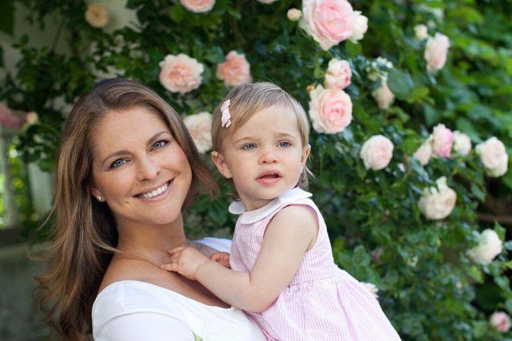 Auch Töchterchen Leonore posiert mit Mama Madeleine für die Fotografen.