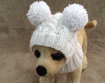 Cette tenue parfaite pour Chihuahua, caniche, Yorkshire ou petit chien  Exclusivité 100 % main tricot Design original  Pyjama Style pull est doté de boutons.  Pull Taille XS dos 9-10»; Poitrine-11-12»; Les jambes-3.5 «long  Chapeau XS-10-11(around head)  Machine à laver et sèche.  Prêt à être expédier.